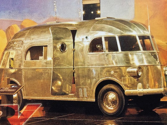 Retro Silver RV Hunt Housecar